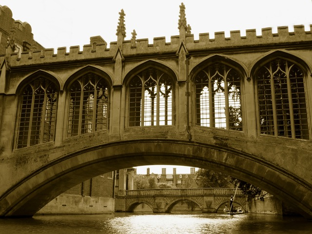 bridge_sighs_cambridge_river_boat_punting_people.jpg